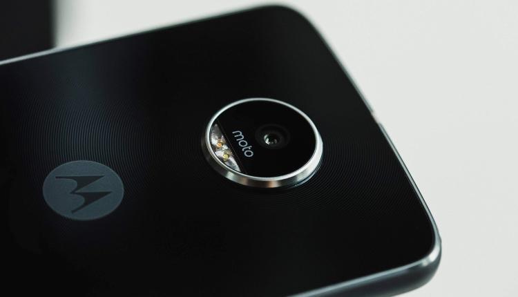 Moto Z2 Play: spuntano online alcune foto della confezione, annuncio ufficiale a breve