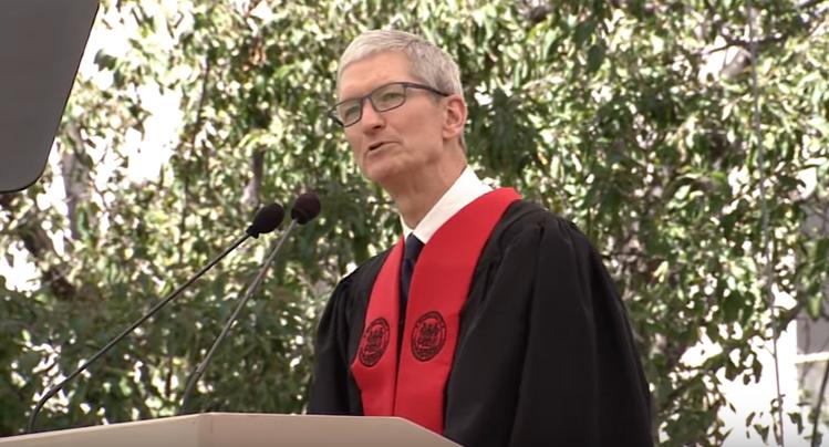 Tim Cook, discorso al MIT prima del meeting con Trump