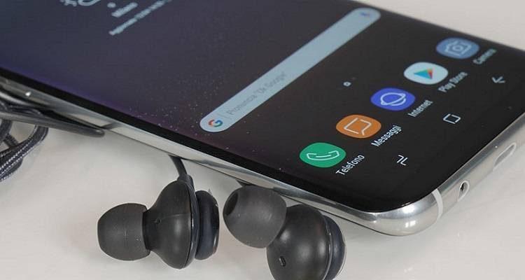 Samsung ci riprova: col Note 8 arriverà un auricolare con Bixby integrato?