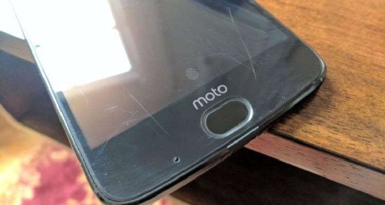 Moto Z2 Force già sotto accusa: il display non è a prova di graffi