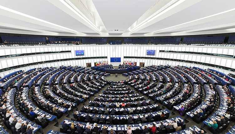 Il parlamento europeo boccia la nuova direttiva bavaglio for Oggi parlamento diretta
